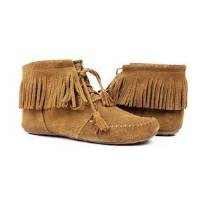 Minnetonka fringe lace up ankle boots moccasins 8